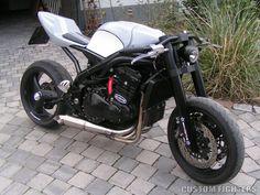 Modern Day Cafe Racer - Butze's Triumph Daytona 955i   Custom Fighters