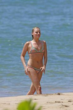 Margot Robbie - Bikini Candids In Hawaii - July 2016 - Hot Celebs Daily Margot Robbie Bikini, Margot Elise Robbie, Tonya Harding, Margo Robbie, Jane Porter, Gold Coast, Harley Quinn, Celebrity Bikini, Beautiful Girl Image