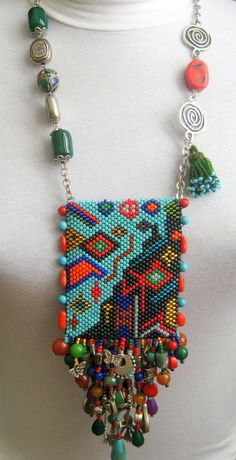 This Pin was discovered by çiğ Seed Bead Patterns, Peyote Patterns, Beading Patterns, Beaded Purses, Beaded Bags, Beads Jewelry, Beads Pictures, Pouch Pattern, Beading Techniques