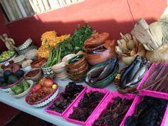 La mesa de ingredientes después que llegamos del mercado antes de empezar a preparar la comida