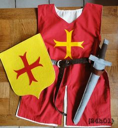 Le chevalier Arthur - Vingt-quatre heures une - Debra A Newberry Diy Knight Costume, Knight Costume For Kids, Soldier Costume, Dress Up Outfits, Dress Up Costumes, Diy Costumes, Costume Ideas, Medieval Party, Medieval Costume