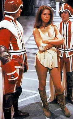 From the archives of the timelords... Born 20 April 1951 Louise Jameson portrayed the savage warrior Leela from the beginning of The Face of Evil (1977) through the end of The Invasion of Time (1978). Age during show: The Face of Evil 25 years .. The Invasion of Time 26 years .. Dimensions In Time 42 years 2002