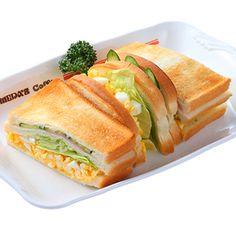 ミックストースト ¥580 サクッと焼き立てトーストサンドも具の魅力が引き立ちます。878kcal