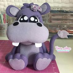 Hippopotam Sewing Stuffed Animals, Stuffed Animal Patterns, Felt Fabric, Fabric Dolls, Handmade Baby, Handmade Toys, Elephant Template, Felt Ornaments Patterns, Felt Crafts Diy