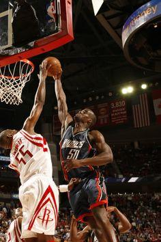 Dikembe Mutombo Blocks Rockets Basketball, Basketball Legends, Basketball Players, Basketball Court, Nba Blocks, Emeka Okafor, Dikembe Mutombo, Nba Stars, Houston Rockets