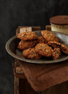 chocolate chip oatmeal cookies from Matkonation http://matkonation.com/en/sweets/chocolate-chip-oatmeal-cookies/#