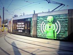 #SayWhat!? Wie de tram neemt in Gent, kan sinds vandaag gratis surfen op het internet en dus ook daar JUICE bekijken! De Lijn voert gratis wifi in op 15 trams die door de stad rijden en voert dat aantal tegen eind november op tot 45. Het blijft niet bij Gent... Binnenkort zullen ook de tramreizigers in Antwerpen van gratis internet kunnen genieten.  Vanaf nu kan je werkelijk overal Juice bekijken!