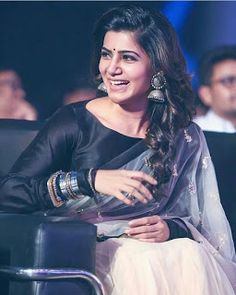 Tamil heroine, Samantha Ruth Prabhu, wearing saree with silver jewellery. Samantha In Saree, Samantha Ruth, Indian Actresses, Actors & Actresses, Samantha Images, Babe, Black Saree, Look Thinner, Elegant Saree
