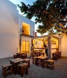 Boutique hotel in Cabo offers design store, food carts and mezcal bar