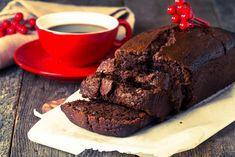 板チョコと手軽な材料だけで作れて虜になるほど美味しいチョコスイーツを作ってみませんか?製菓用チョコはもちろん、大量のバターや生クリームも使いません。友チョコ用としてだけでなく、バレンタイン本番の彼用にも使えるほど優秀な絶品チョコスイーツのレシピをご紹介します。