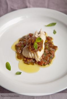 Ventresca de bonito con cebolla caramelizada y vinagreta de albahaca - Secocina
