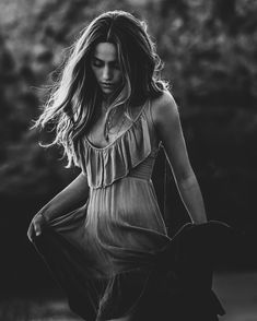 Black and White Photography of Women: How Take Beautiful Pictures – Black and White Photography Glamour Photography, Urban Photography, Photography Women, Senior Photography, Portraits, Black N White Images, Edgy Girls, Photo Black, Indie Fashion