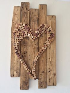 Wall hanging from pallets and wine corks