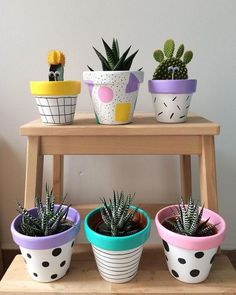 Painted pots diy - 25 Creative DIY ideas with beautiful pots to welcome Spring – Painted pots diy Painted Plant Pots, Painted Flower Pots, Decorated Flower Pots, Fleurs Diy, Flower Pot Crafts, Clay Pot Crafts, Yarn Crafts, Jade Plants, Ivy Plants