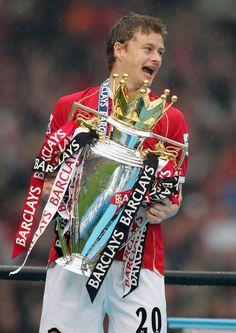 Ole Gunnar Solskjaer of Manchester United celebrates winning the. Manchester United Wallpaper, Manchester United Images, Manchester United Legends, Manchester United Players, Manchester Derby, Manchester England, Man Utd Squad, Man Utd Fc, Bobby Charlton