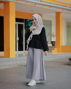 Street Hijab Fashion, Skirt Fashion, Fashion Outfits, Casual Hijab Outfit, Hijab Chic, Islamic Fashion, Muslim Fashion, Urban Fashion, Grey Fashion
