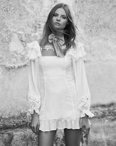 """14.4 mil Me gusta, 61 comentarios - For Love & Lemons (@forloveandlemons) en Instagram: """"For the romantic babe The Crema Silk Linen Dress features a square neckline, bell sleeves and…"""""""