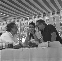 Photo Elsa Maxwell . Vintage cameraphoto Elsa Maxwell  - Stars in Venice - Archive portrait vintage photo actors, actresses, painters, sculptors, singers, film directors, poet, authors and musicians in Venice.