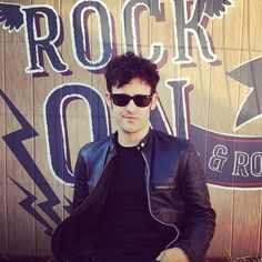 vogueportugal Falámos com Black Rebel Motorcycle Club no Super Bock Super Rock. Veja a entrevista com Robert Levon Been em breve no Vogue.pt. #sbsr #superbocksuperrock #blackrebelmotorcycleclub