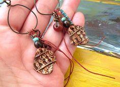 Des boucle d'oreille de style égyptien pour ces par annemarietollet