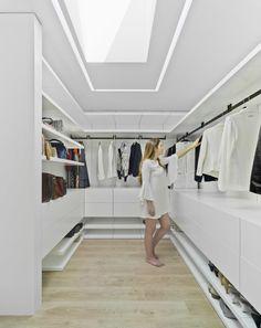 Gallery of Lopera House / David Ruiz Molina - 7 - Trend Home Wardrobe Design Bedroom, Master Bedroom Closet, Bedroom Wardrobe, Wardrobe Closet, Dressing Room Closet, Dressing Room Design, Walk In Closet Design, Closet Designs, Closet Layout