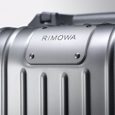 Anodized aluminium of the highest quality. The iconic RIMOWA Original. #RIMOWA #RIMOWAoriginal Pedestal Dining Table, Dining Tables, Buy Luggage, Trolley Case, Rimowa, Marketing Materials, Product Photography, Cool Suits, Product Design