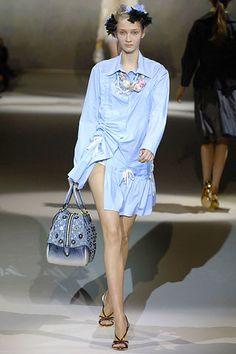 Louis Vuitton Spring 2007 Ready-to-Wear Fashion Show - Ekat Kiseleva