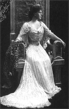 Crown Princess Marie of Romania Princess Victoria, Queen Victoria, Romanian Royal Family, Romanian Girls, Princess Alexandra, Casa Real, Royal Dresses, Flowing Dresses, Portraits