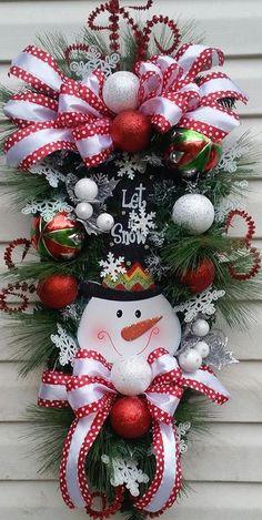 Christmas Wreaths To Make, Winter Wreaths, Christmas Door Decorations, Christmas Swags, Noel Christmas, Holiday Wreaths, Christmas Ornaments, Christmas Flower Arrangements, Christmas Tree Inspiration