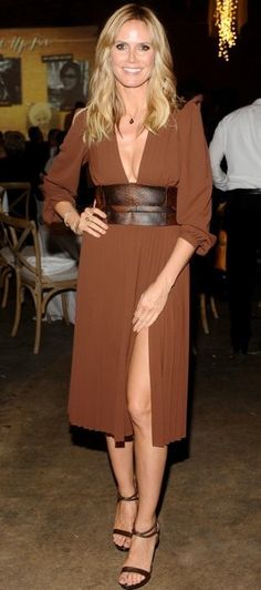 #Heidiklum in a brown #michaelkors dress