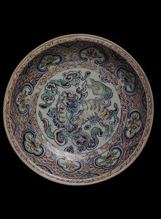 Dish. Stoneware painted in underglaze blue, polychrome enamels and gilt. Vietnam, Lê dynasty, ca. 1480-1500. Museum number: FE.10:1-1987 © V Images