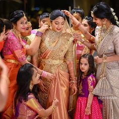 The bride needs an army to get decked up on her special day! Don't you agree? Indian Bridal Sarees, South Indian Sarees, South Indian Weddings, South Indian Bride, Saree Wedding, Wedding Bride, Punjabi Wedding, Hair Wedding, Wedding Couples