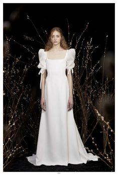 Honor Frühjahr/Sommer 2020 Bridal - Fashion Shows Minimalist Wedding Dresses, New Wedding Dresses, Bridal Dresses, Gown Wedding, Minimalist Gown, Lace Wedding, Mermaid Wedding, Bridal Tops, Bridal Lace