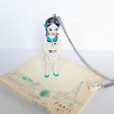 sautoir poupée en porcelaine Claudine decor or et joli col