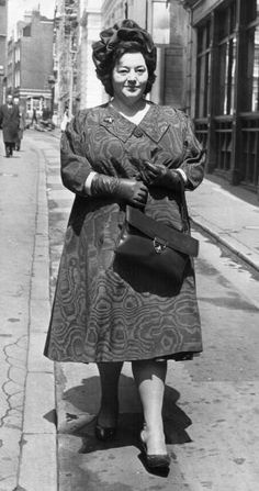 May British comedienne and actress Hattie Jacques - leaves court after having won costs and custody of her two children in divorce proceedings against her adulterous husband actor John Le Mesurier - (Photo by Evening Standard/Getty Images) Classic Actresses, British Actresses, British Actors, British Celebrities, American Actors, Comedy Actors, Tv Actors, Actors & Actresses, Comedy Song
