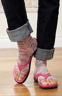 Ravelry: Pedicure Socks #147 pattern by Patons.  Free pattern