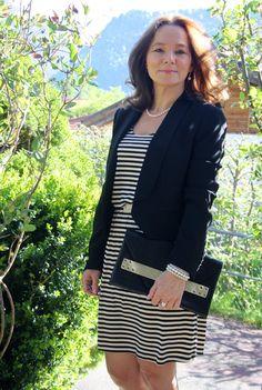 Jazz up a basic striped dress - elegant | Lady of Style. A Fashion Blog for Mature Women