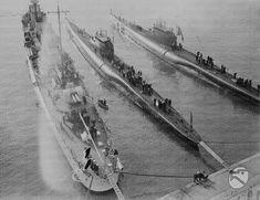 """Unità navale della marina militare italiana e sommergibili """"Balilla"""" e """"Millelire"""" visti dall'alto nel porto di Civitavecchia ATTUALITA/GP14/A00050237.JPG"""