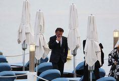 Foto - Sean Penn, sigaretta tra gli ombrelloni - 1 di 5 - Trovacinema