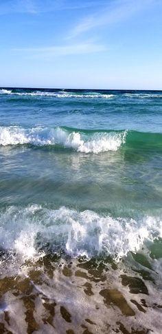 My happy place! Sea And Ocean, Ocean Beach, Sea Waves, Ocean Photography, Am Meer, Seascape Paintings, Beach Scenes, Ocean Life, Beach Photos