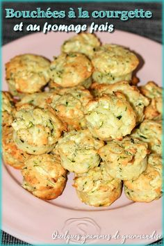 Zucchini and fresh goat cheese bites to taste as an aperitif or as an accompaniment. My Recipes, Diet Recipes, Vegetarian Recipes, Healthy Recipes, Kitchenaid, Pizza Wraps, Pie Co, Cheese Bites, Goat Cheese