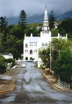 Swellendam - South Africa - iconic Church in this beautiful town Clifton Beach, Provinces Of South Africa, Port Elizabeth, The Beautiful Country, Beaches In The World, Place Of Worship, Beautiful Places To Visit, Cape Town, Around The Worlds