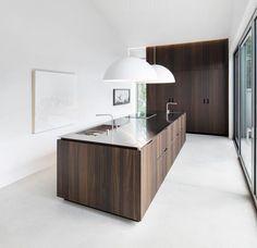 minimal kitchen Image 8 of 20 from gallery of Holy Cross House / Thomas Balaban Architect. Photograph by Adrien Williams Küchen Design, Plan Design, Home Design, Design Ideas, Design Inspiration, Minimal Kitchen, Cuisines Design, Modern Spaces, Skandinavisch Modern