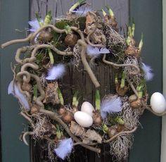Eitjes & bollen op een leuke manier in een krans. Pasen - voorjaar - Spring