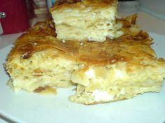 Μια πανάλαφρη νόστιμη πίτα με μακαρόνια και τυρί φέτα. Μια πολύ απλή συνταγή για μια ωραία πίτα για όλη την οικογένεια.