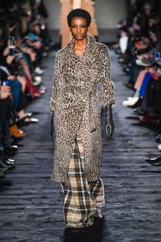 #MaxMara Autumn/Winter 2018 Ready To Wear | British Vogue #MFW