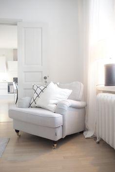 Vaikka juuri sanoin, ettei kotona ole tapahtunut mitään kesän aikana, on… Living Room Inspiration, Small Family Room, Home Bedroom, Living Dining Room, Home And Living, Living Room White, Interior Design, Home Decor, House Interior