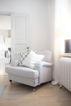 Char and the city - New armchair in the bedroom - brand: Furninova - read more on the blog: http://www.idealista.fi/charandthecity/2016/08/04/furninova/