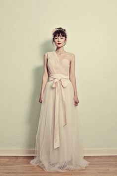 What a gorgeous dress. If I ever did something formal, I'd love this whimsical feel for my bridesmaids