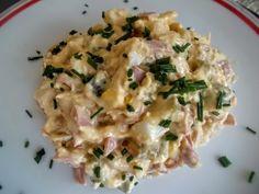 Dobrý sýrový salát - recept | Varecha.sk Slovak Recipes, Sweet And Salty, Mozzarella, Ham, Potato Salad, Food To Make, Food And Drink, Menu, Cooking Recipes